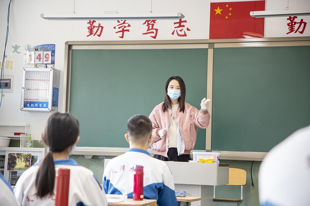 2、天津市第九中学学生的主题班会(王英浩 摄 13602070395).jpg