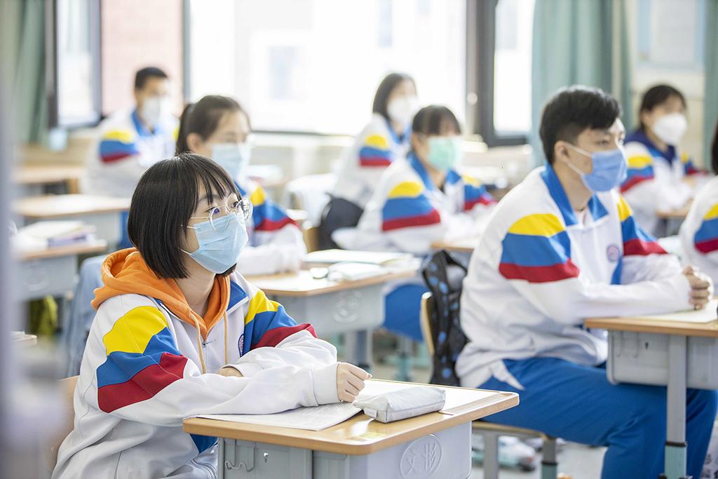 4、天津市第四十三中学学生认真听讲_1(王英浩 摄 13602070395).jpg
