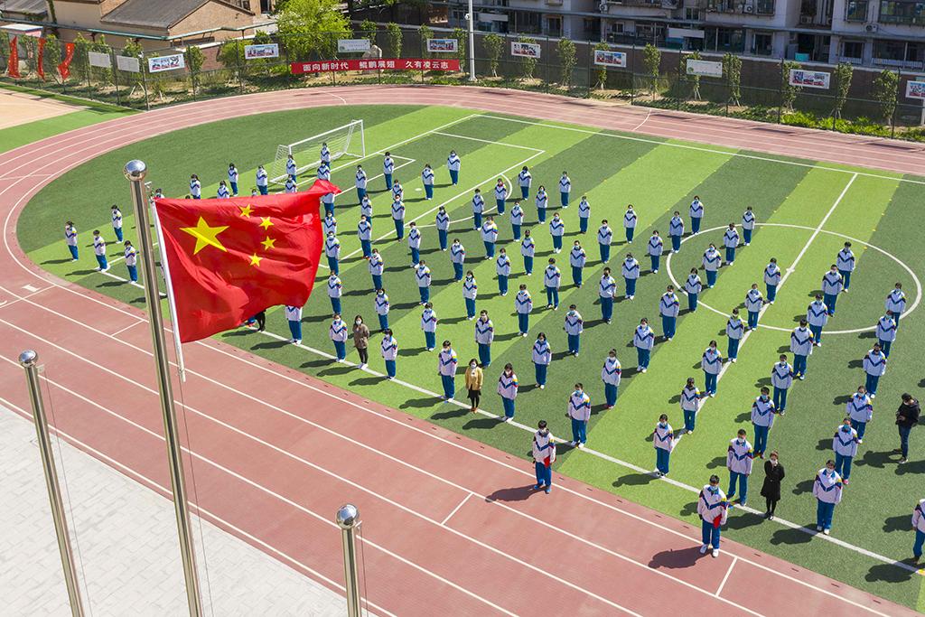 5、天津市第四十三中学学生参加主题升旗仪式(王英浩 摄 13602070395).jpg